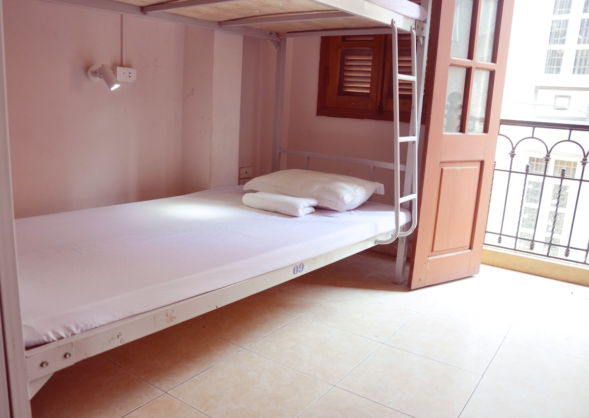 $5 Dorm bed ( Balcony city view)