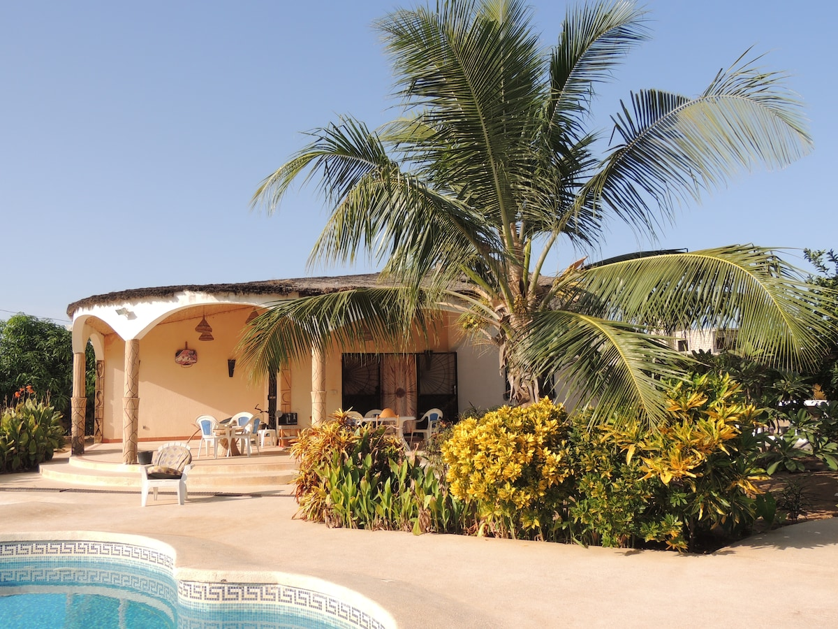 Beautiful and quiet huts+pool-Saly