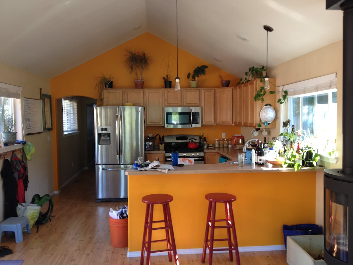 Bright, fully-equipped kitchen.