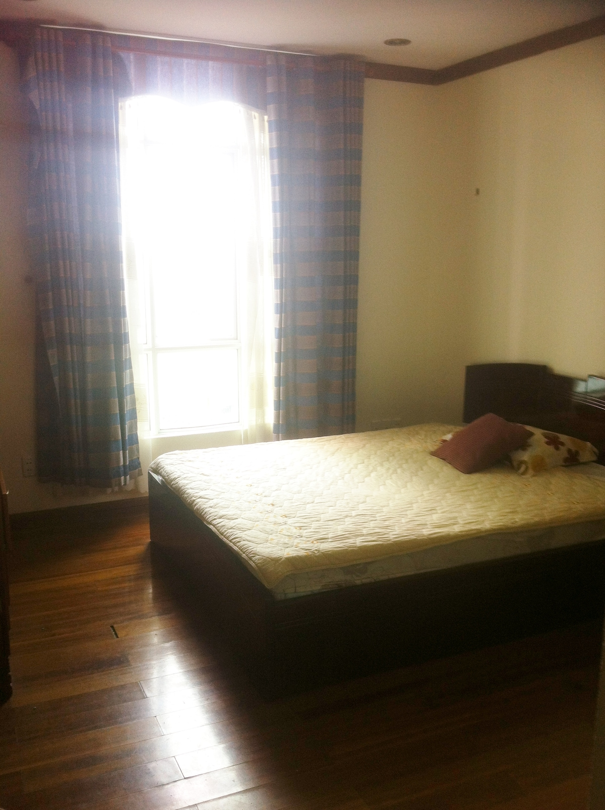 Room available with en-suite HCMC