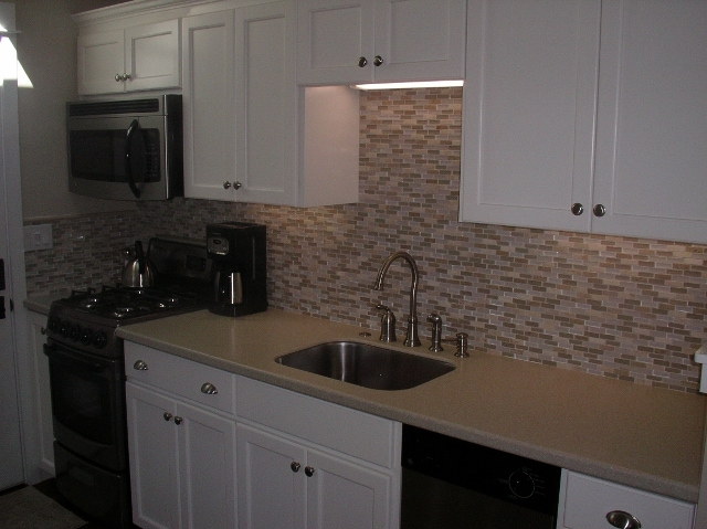 Fully equipped Custom Kitchen, Nat Gas Stove, microwave, dishwasher, blender, coffee and Tea pots