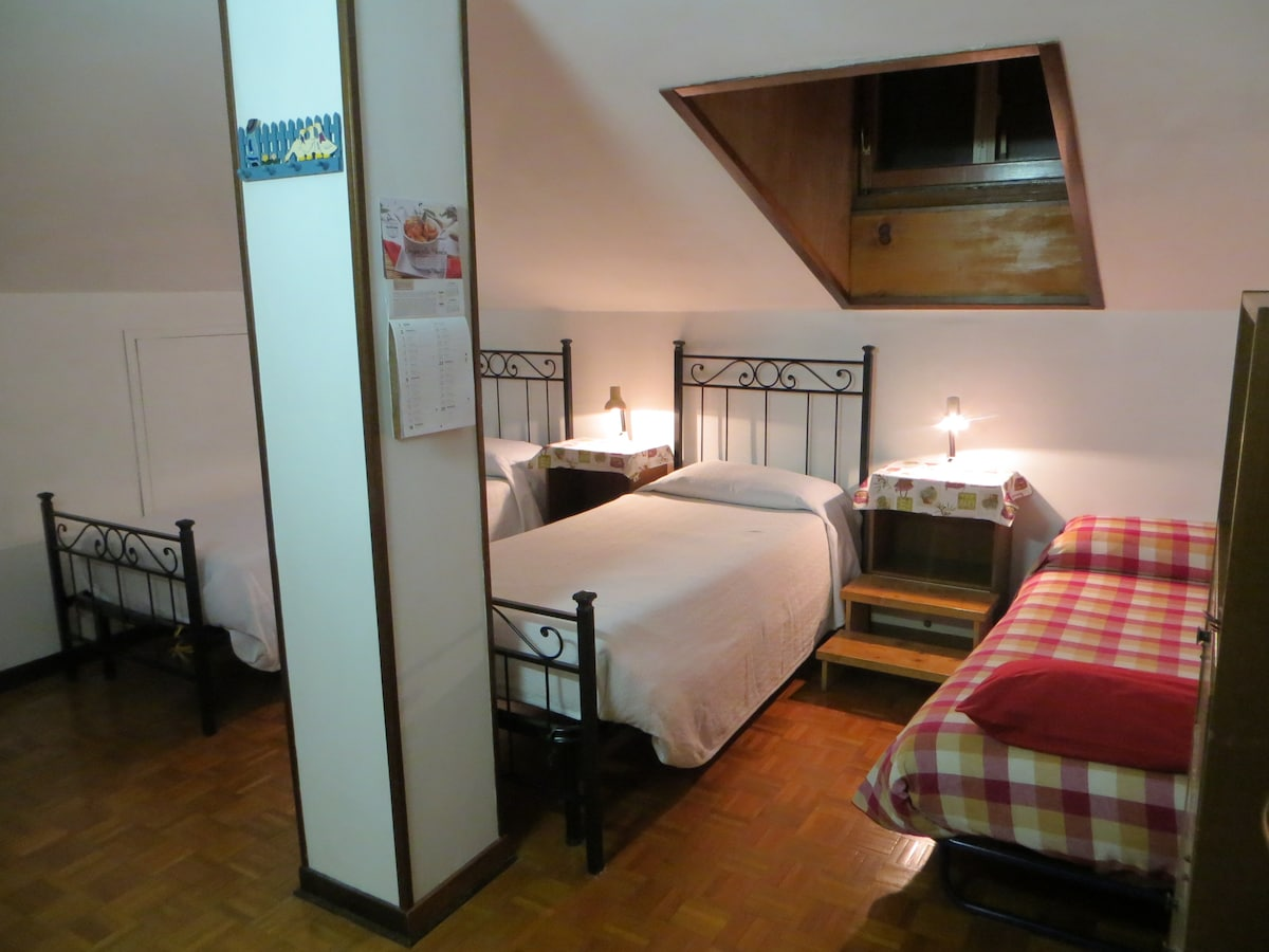 The room upstairs with 3 single beds (the two on the left become 1 double for couples)