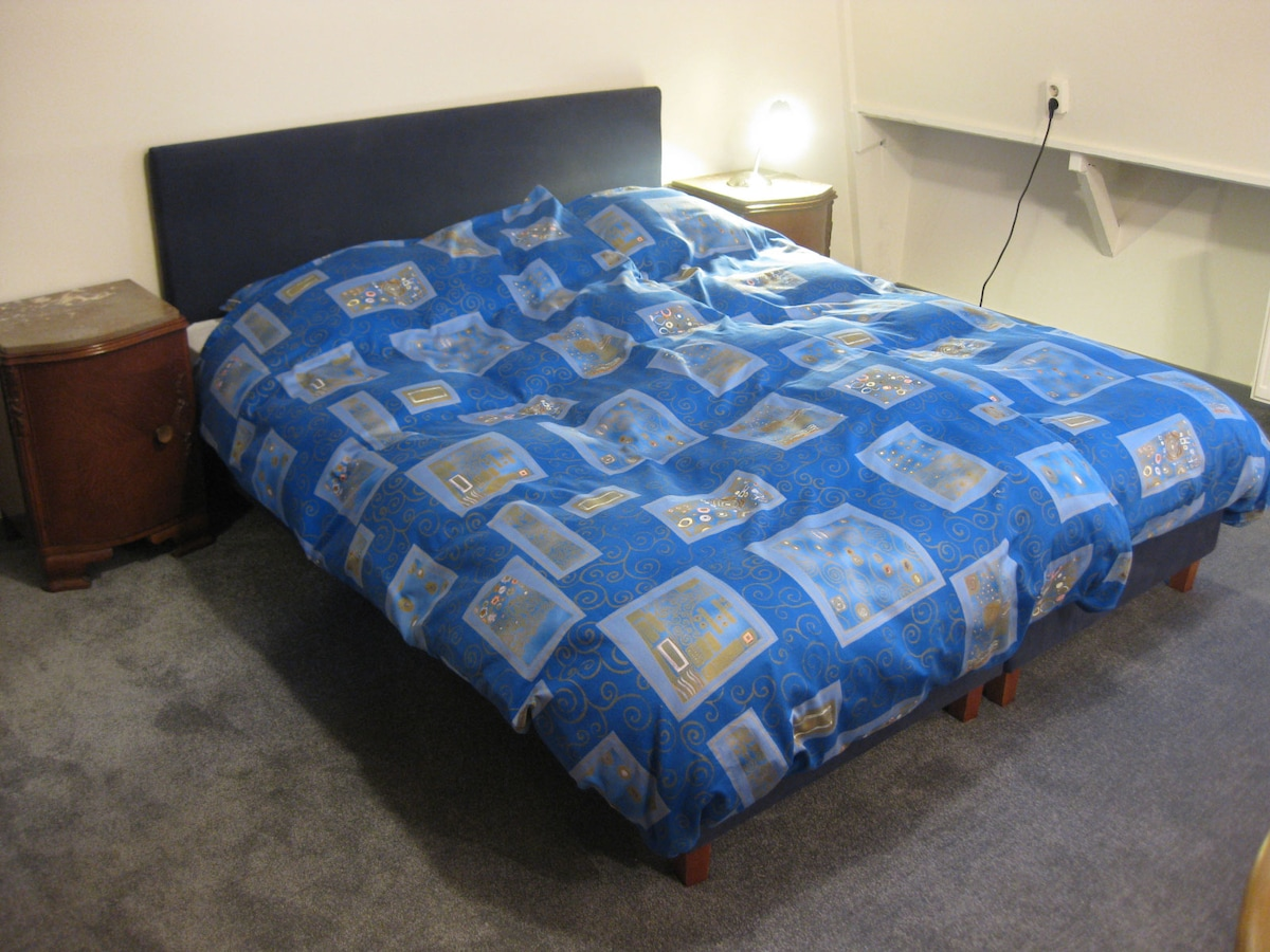 Kingsize boxspring. The bed can be separated and the bedlinen is professionally cleaned and ironed