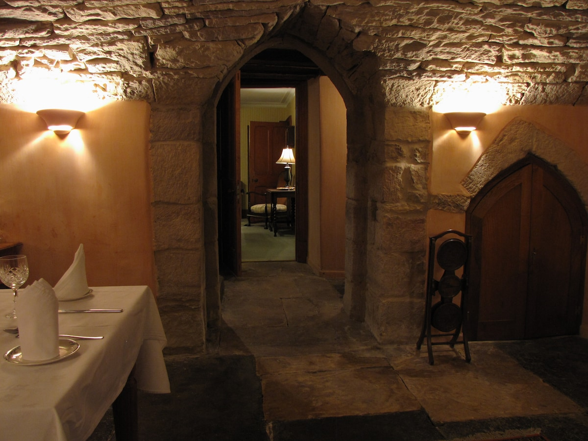 Vacation in a 650 year-old house!