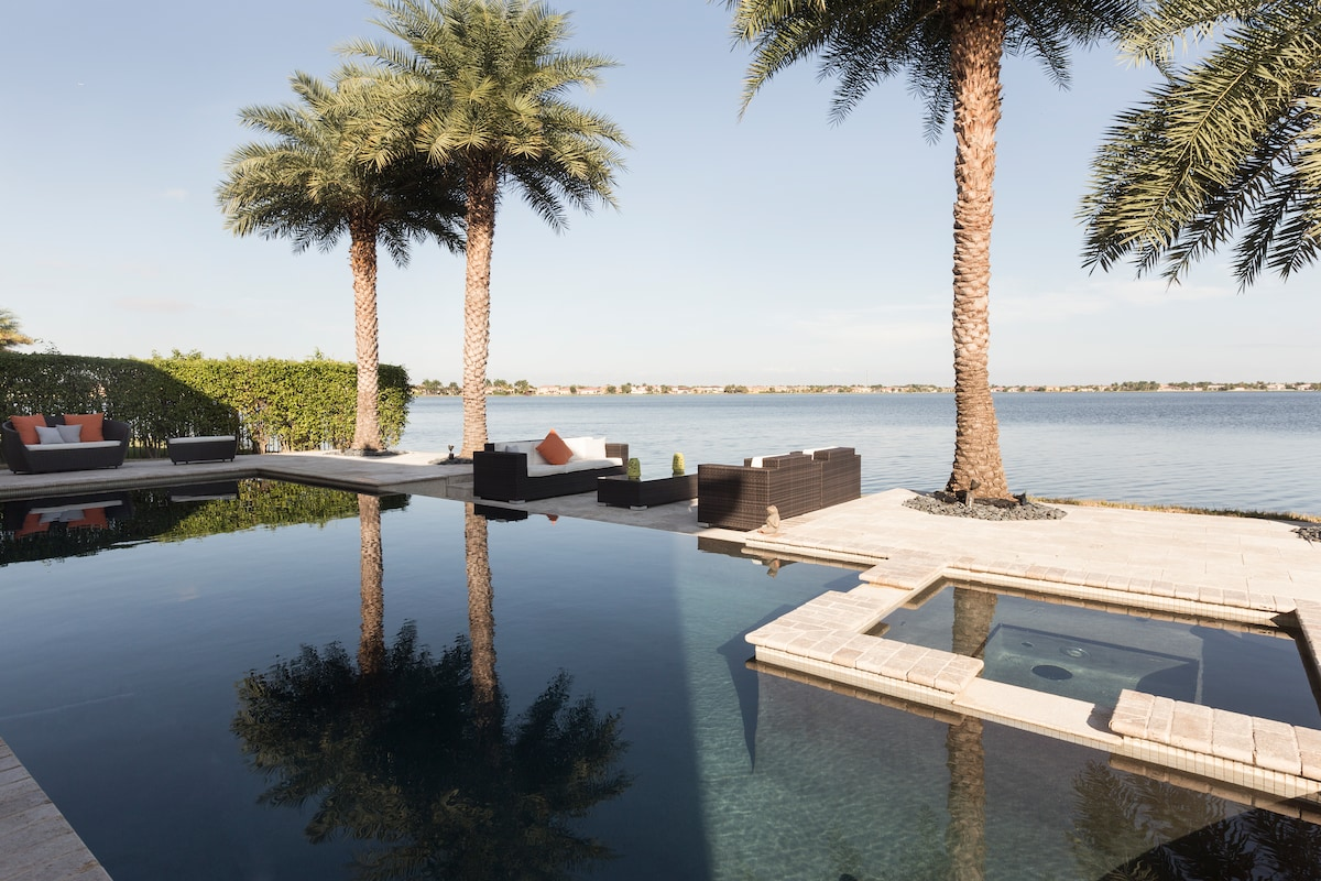 Stunning Luxurious Waterfront Home!