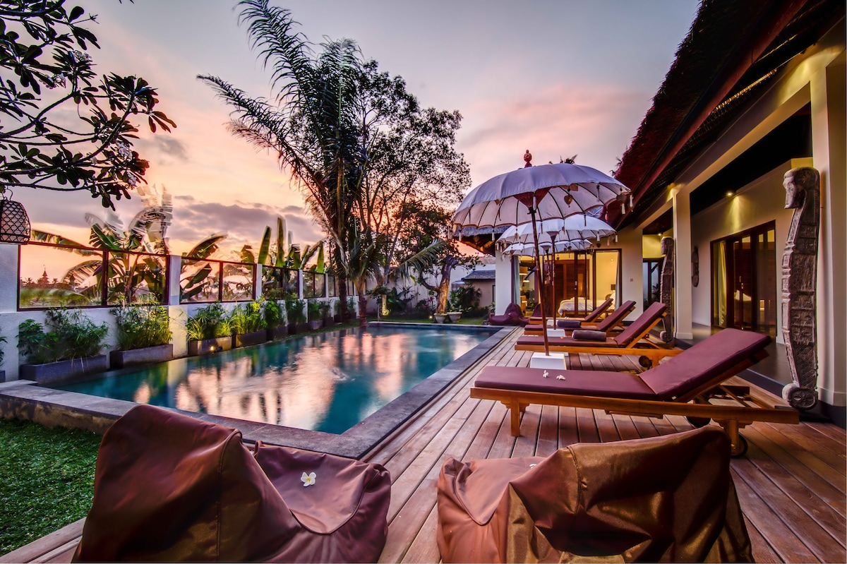 Etnic villa retreat 4 BR in Canggu