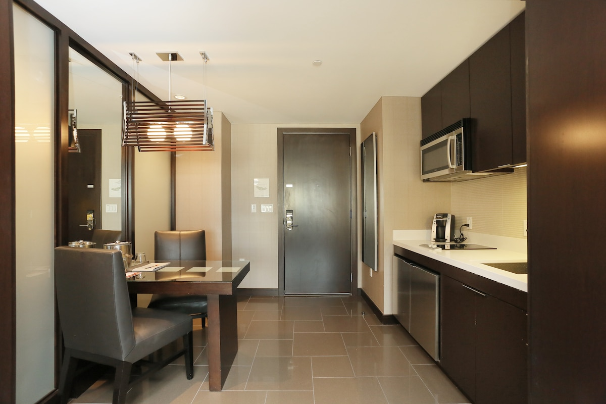 Full kitchen, separate room with entry door
