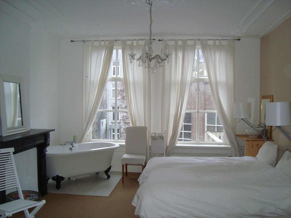 Spacious room,19th century. Center.
