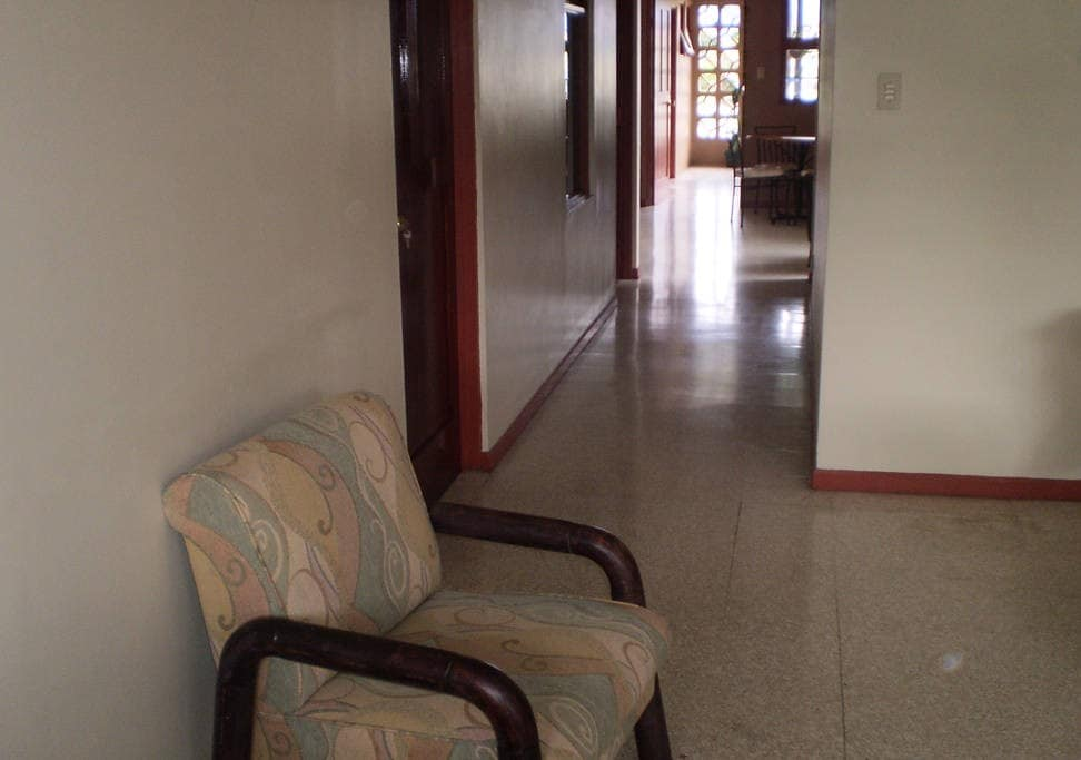 Área de la sala, cómoda con espacio para disfrutar de la lectura o el descanso