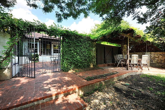3BR/2BA Inviting Retreat off SoCo