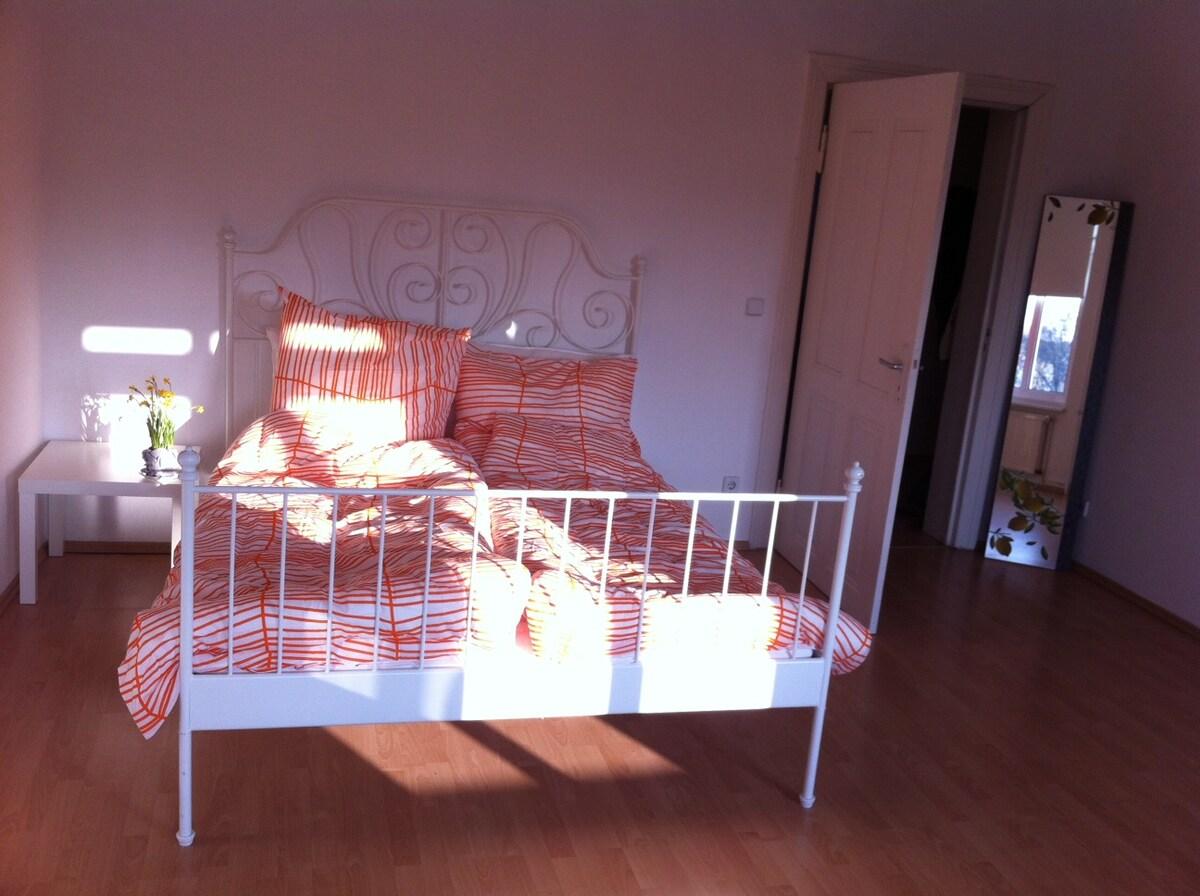 Sunny 2-room-flat in Kreuzberg