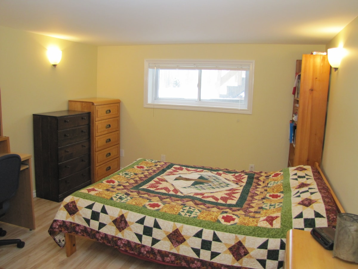 Spacious basement suite in Westboro