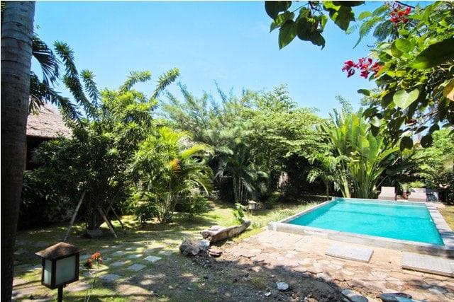 Cozy Pool Bungalow 2 near Beach