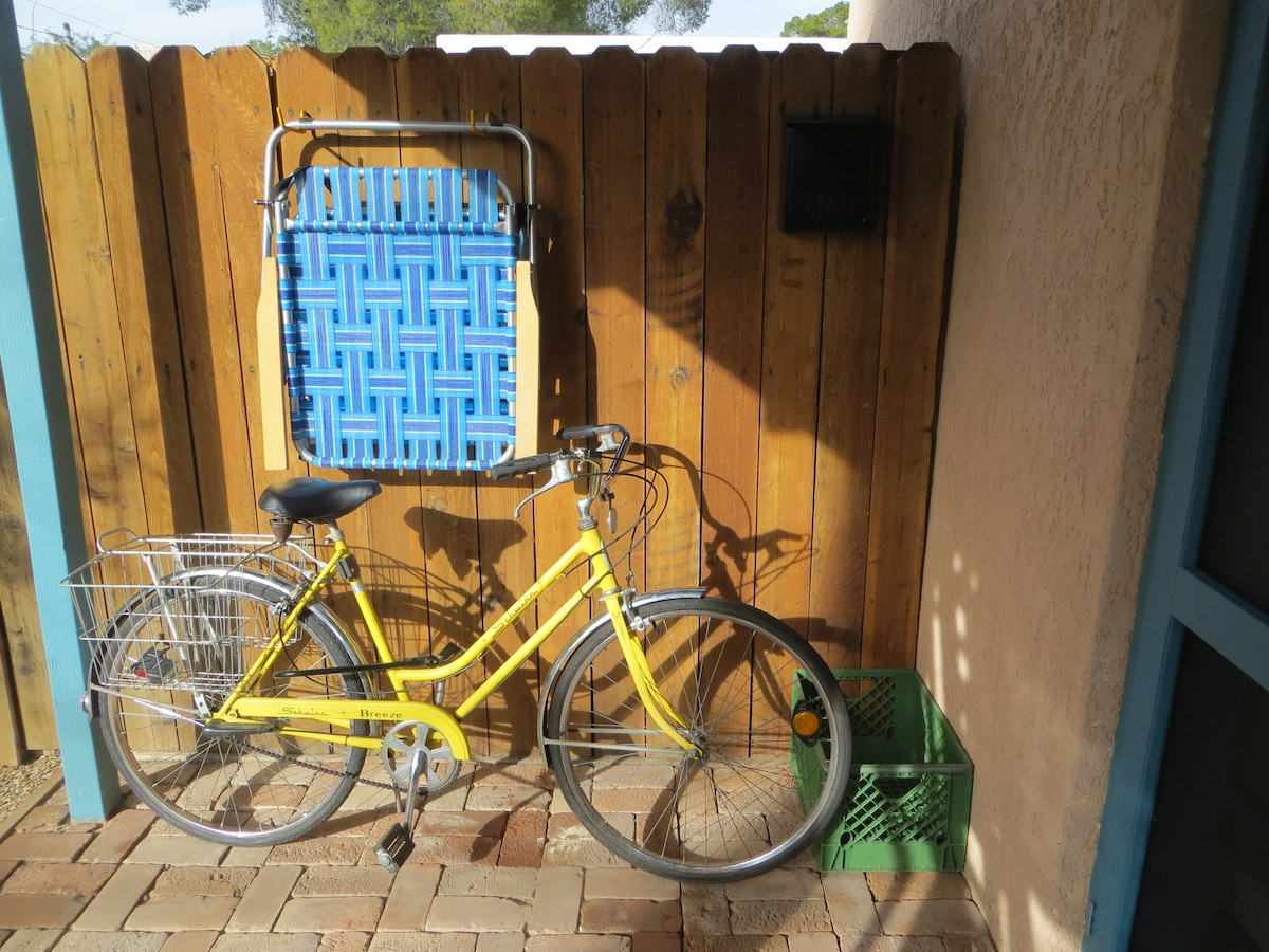 A vintage bike is available for guest use.