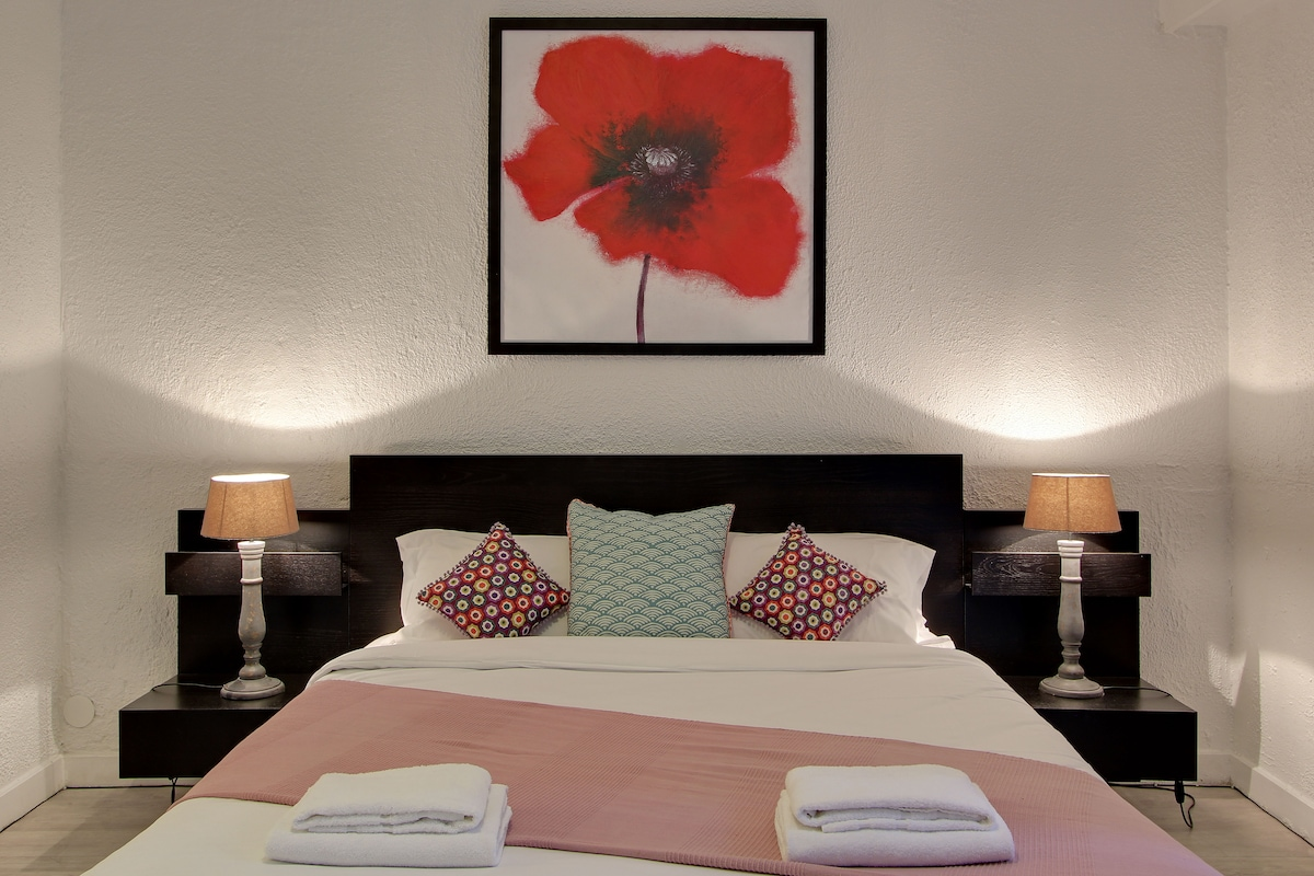 20% SPECIAL OFFER FOR A LIMITED NUMBER OF GUESTS!!! When composing the email type it manually. Email: hostbnb@hótmail.cóm