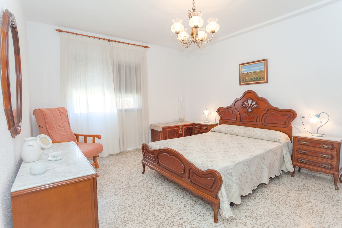 1st. bedroom: double room with wardrobe and sea view (for 2 persons)