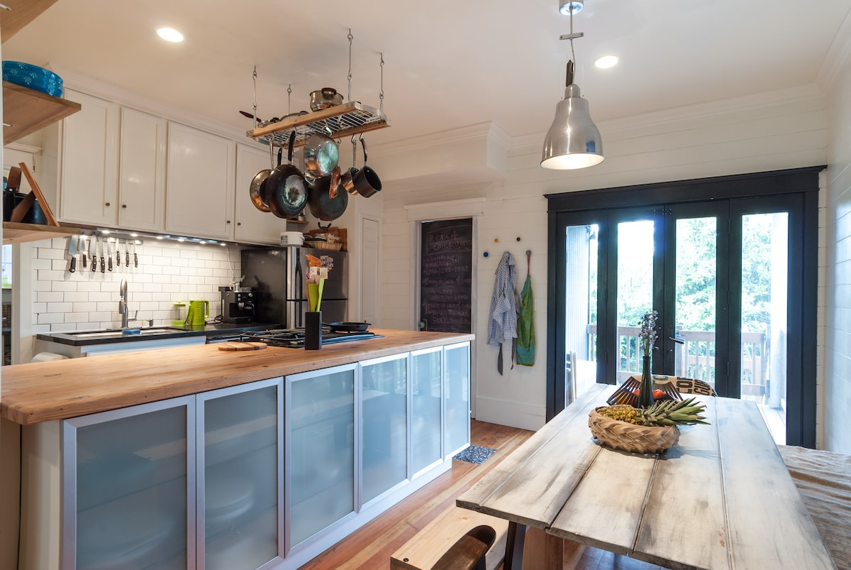 Fully equipped kitchen with All-Clad cookware and fun kitchen gadgets!