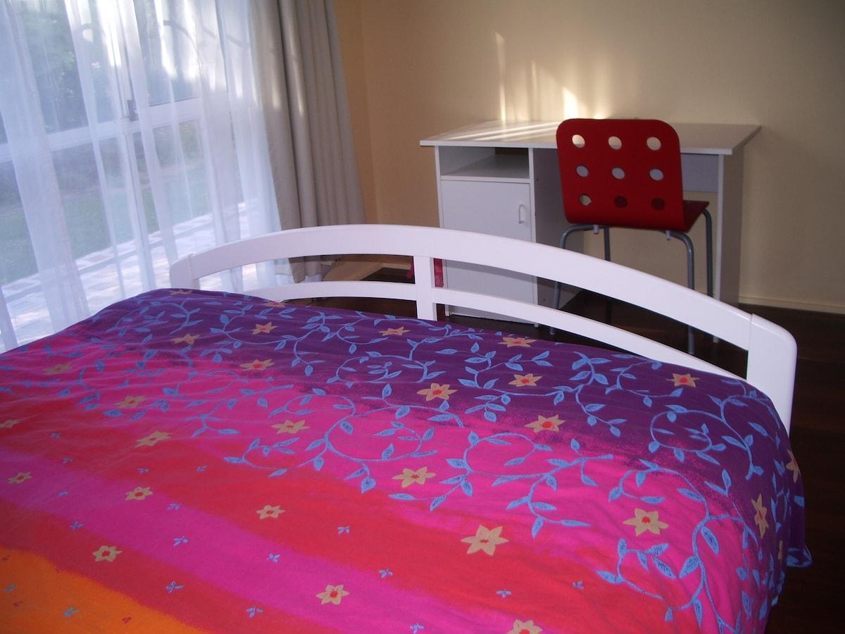 Room 3, Queen Bed