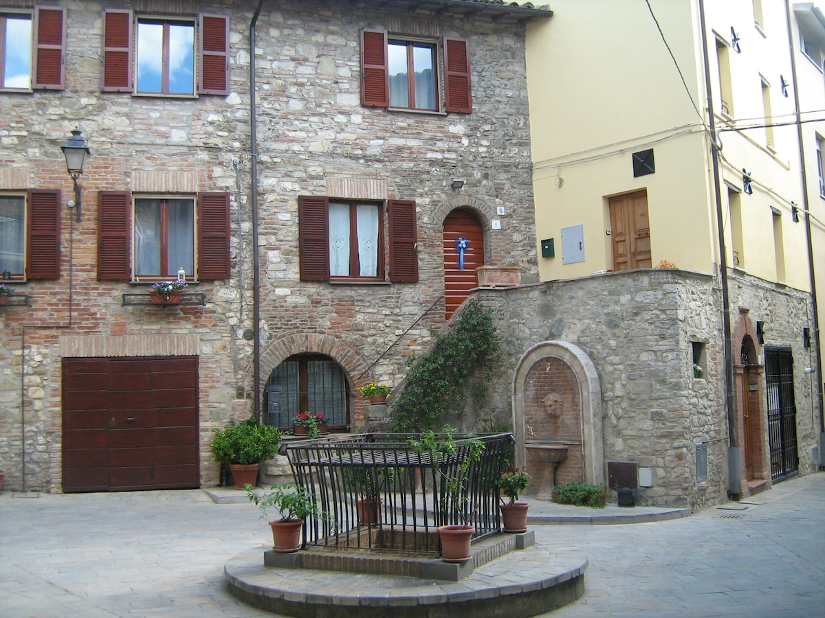 Little house on the Piazza (Umbria)