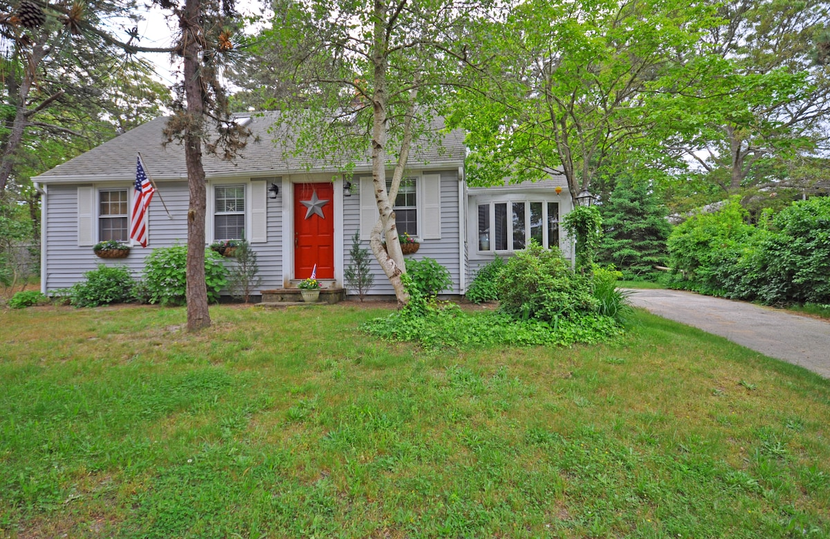 Charming 3 Bedroom / 1.5 Bath home at the end of a private cul-de-sac. PET FRIENDLY!!!