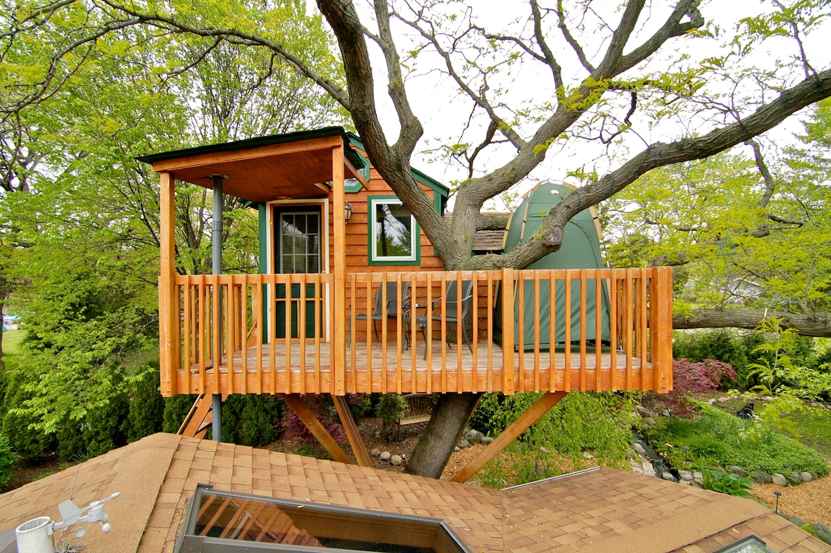 Romantic Garden Treehouse