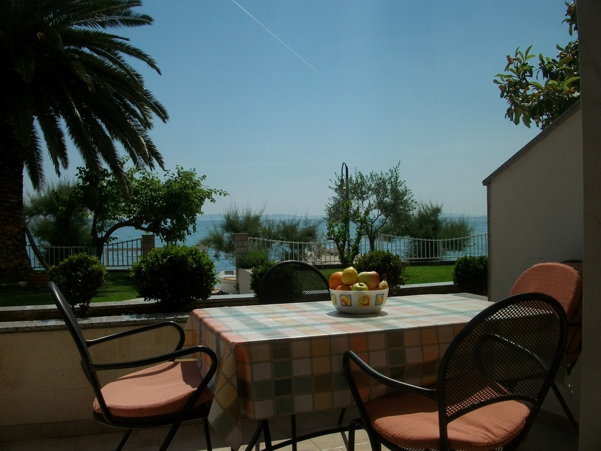 Enjoy the afternoon on your terrace!