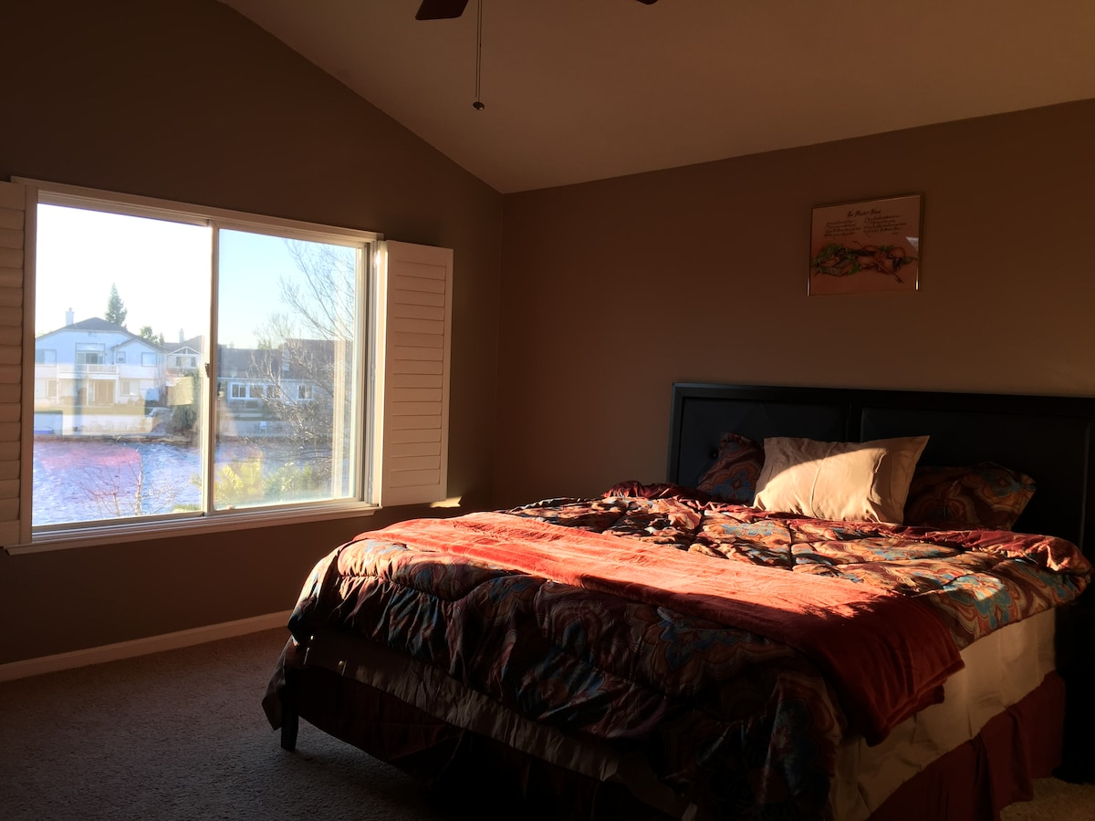 Lakeview master bedroom w/balcony 1