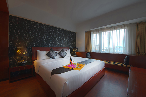 Deluxe room near Shopping Area