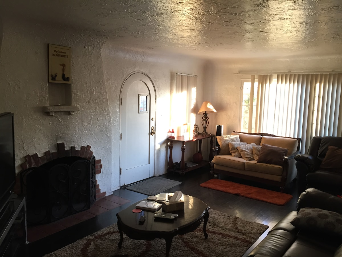 2br/1ba home- Close to Rosebowl!
