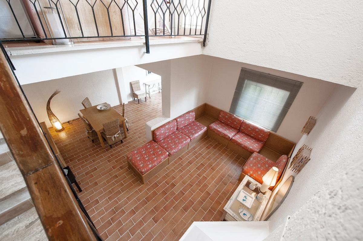Salone e salotto triplo, visto dal piano superiore