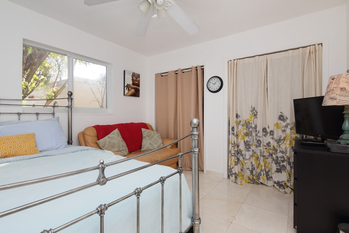 Room in the heart of South  Beach