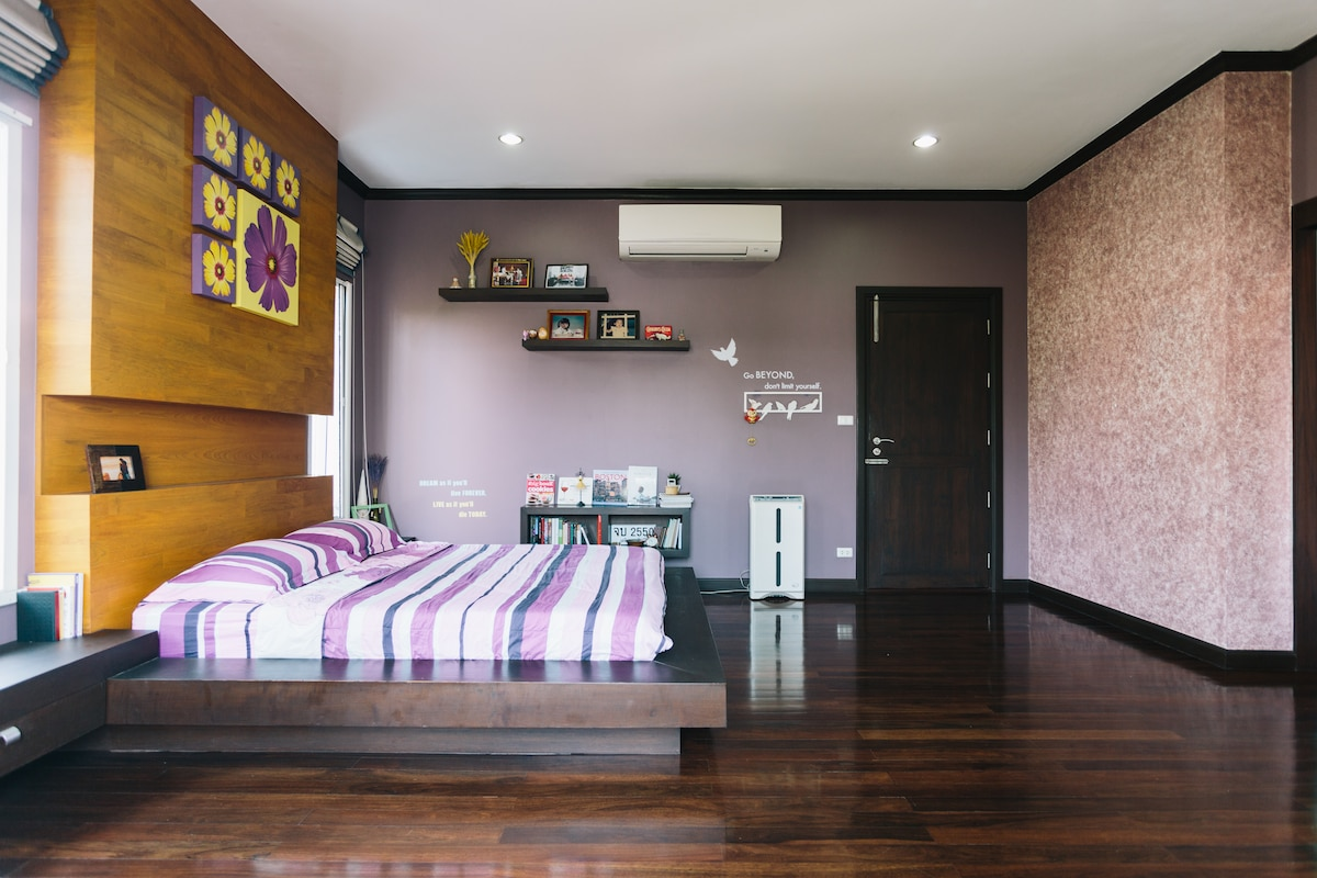 55 sq.m. room in 3-storey house
