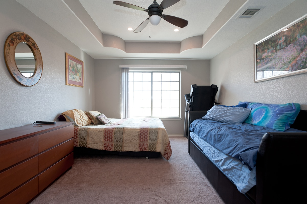 Large Room in East Downtown Austin