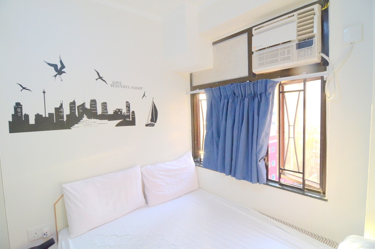 Budget sunny city center room A14