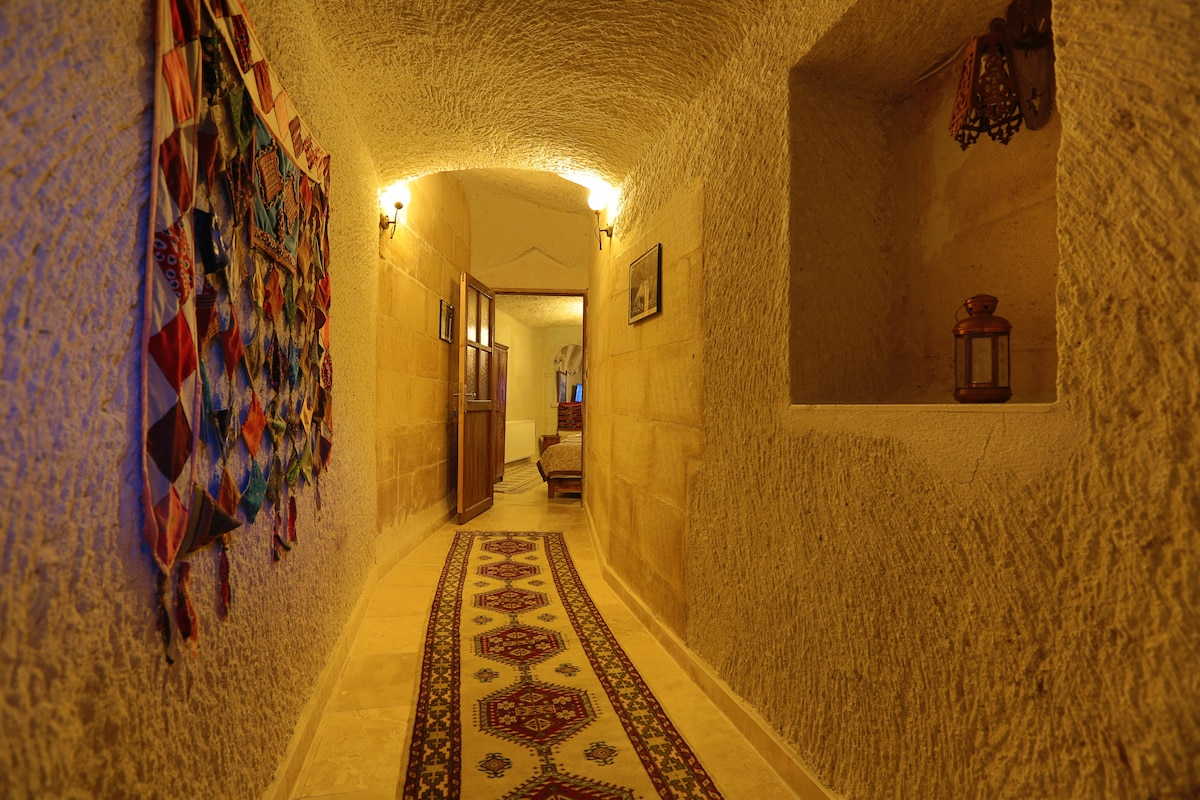 ELYSEE CAVE HOUSE/ FAMILY CAVE ROOM