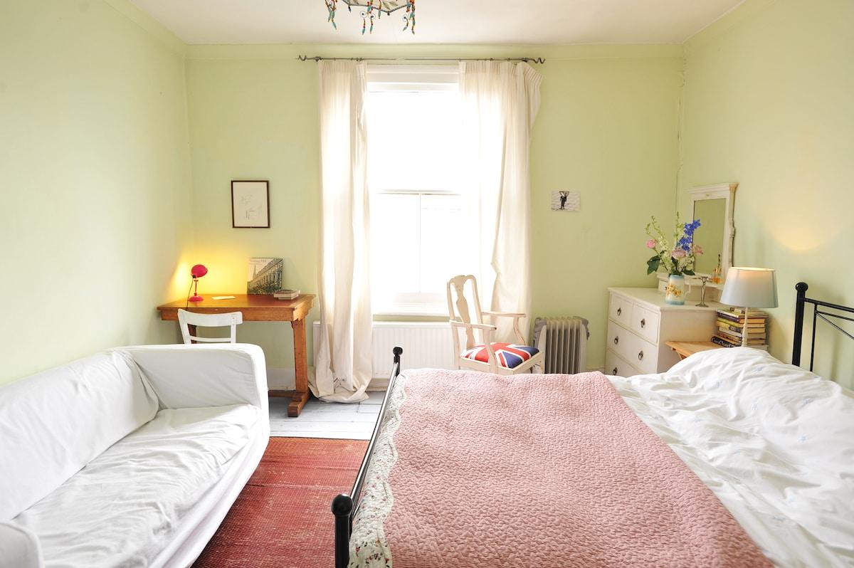 Light double room Portobello Road