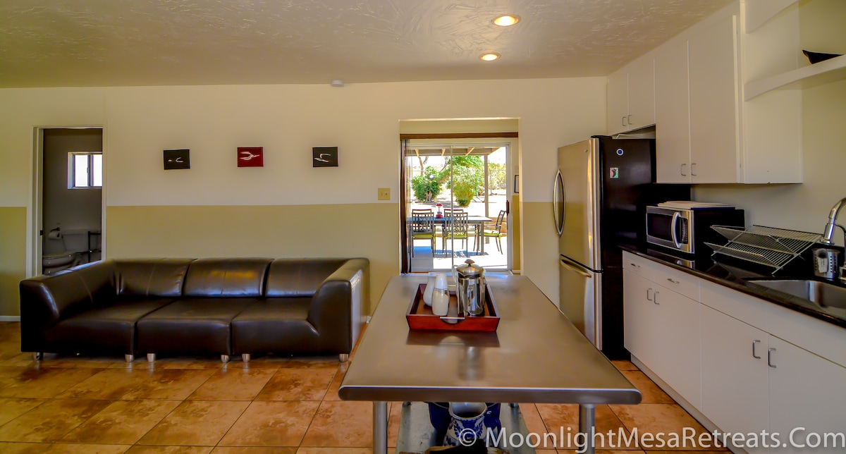 Large 3 bedroom, 1 mile from park