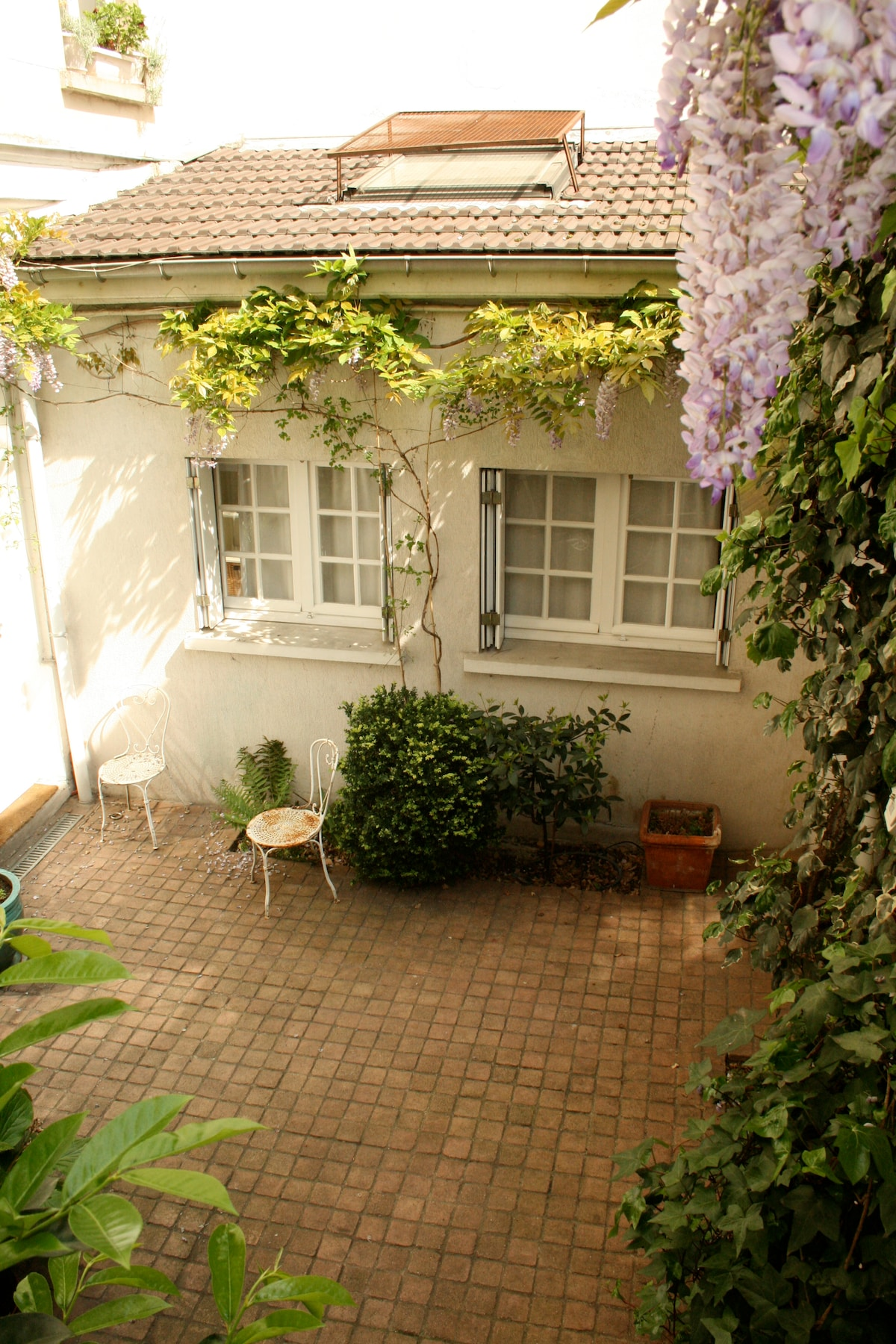 "accordind to one guest ""a courtyard in Provence, absolutely quiet and tranquil"""