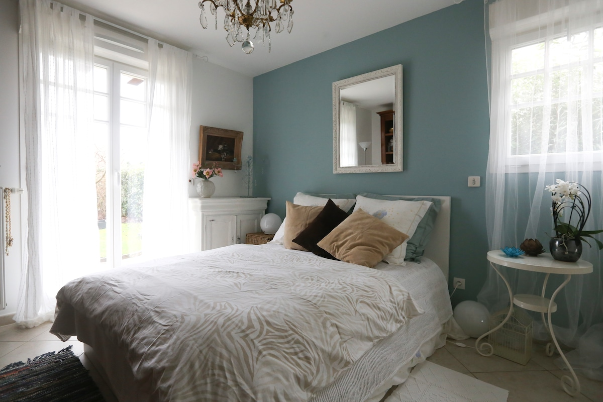 Romantic bedroom near Disneyland !