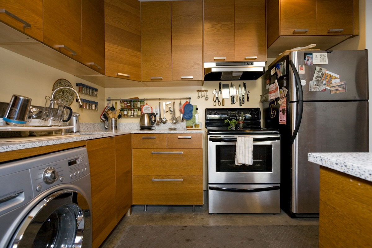 kitchen. with dishwasher and electric stove
