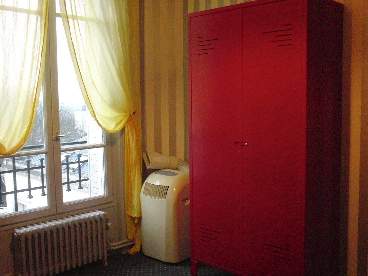 Single bed room / Chambre lit simple / Habitacion con cama sencilla