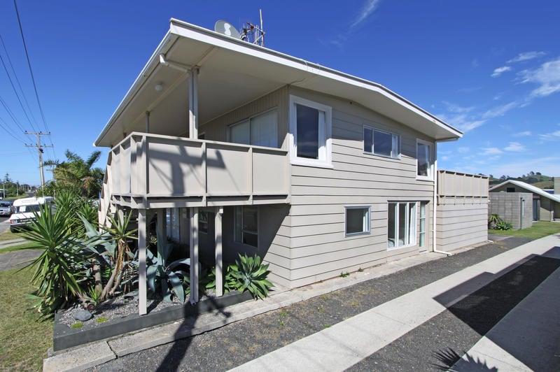 Waihi Beach house  Sleeps 10+
