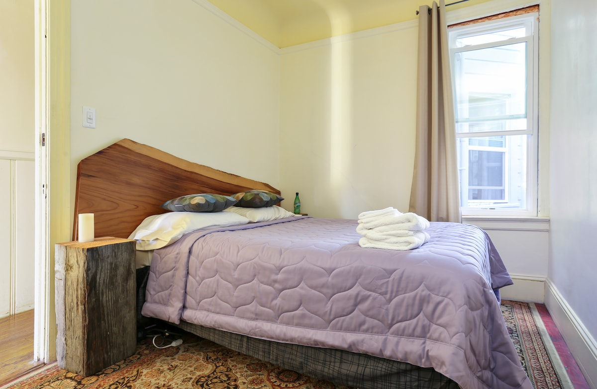 Small room in the heart of SF