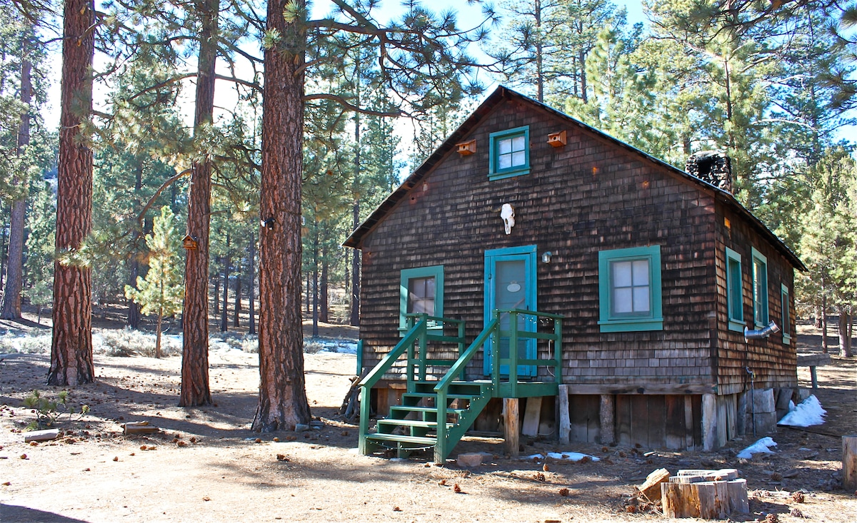 One of the oldest buildings in Southern California, our carefully updated 1870 Gold Rush Cabin transports you to another era.