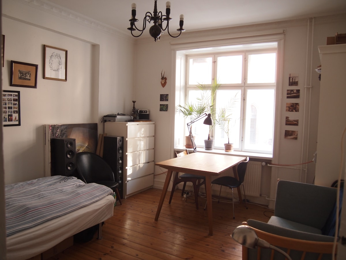 Privat room 2 min. walk from metro