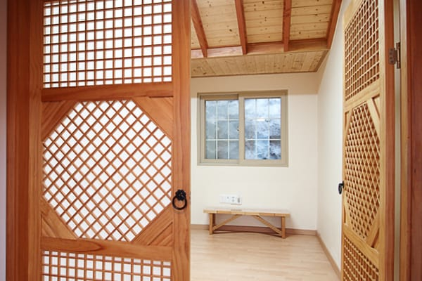 Bedroom doors decorated and made in traditional Korean style