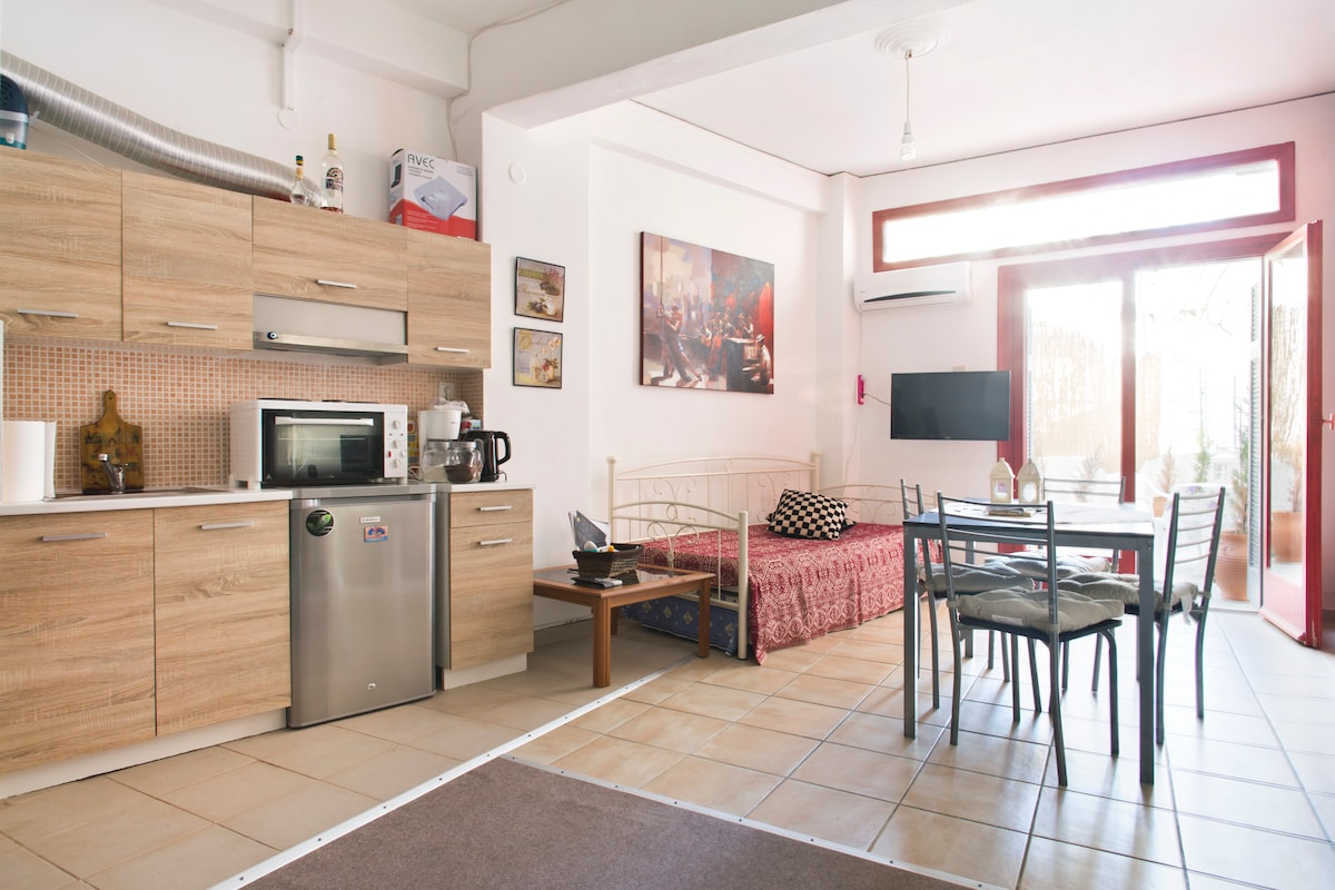 Studio in the HEART of Athens