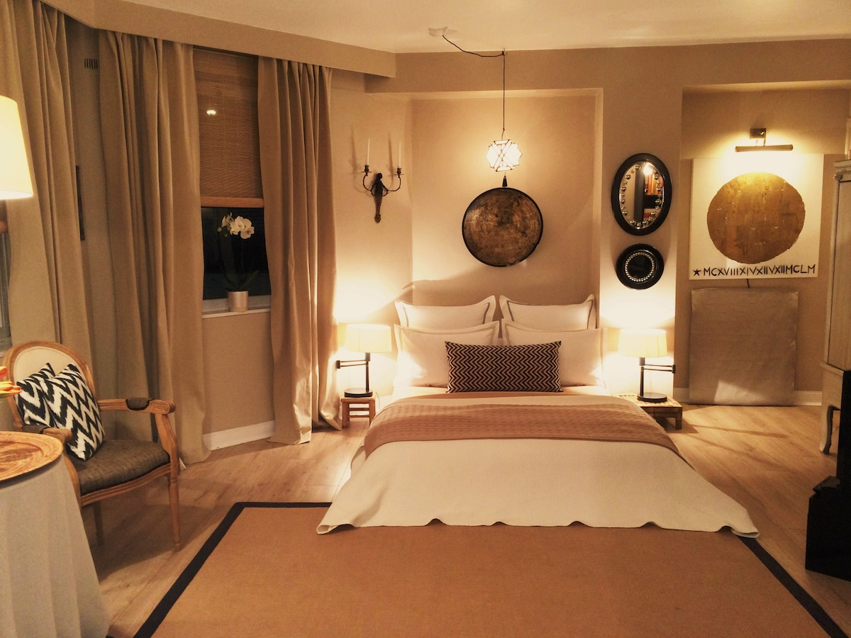 Night time aspect of the suite!