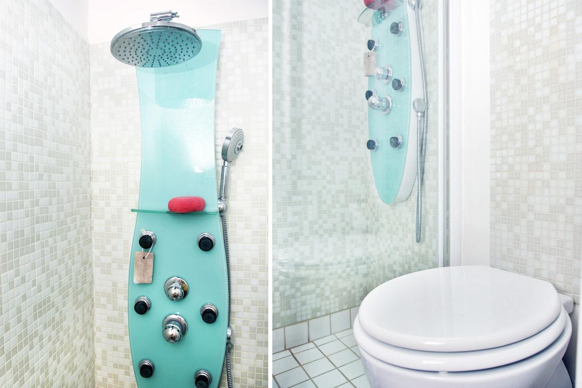 Bathroom: shower + toilet.