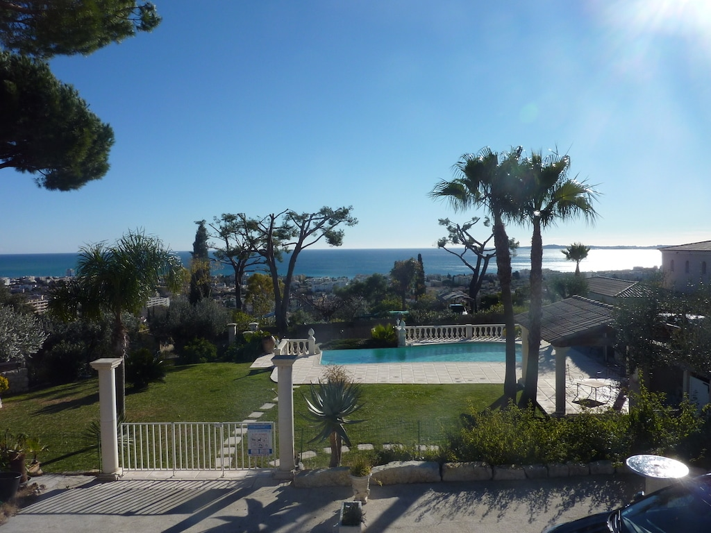Appartement, pool, view on the sea